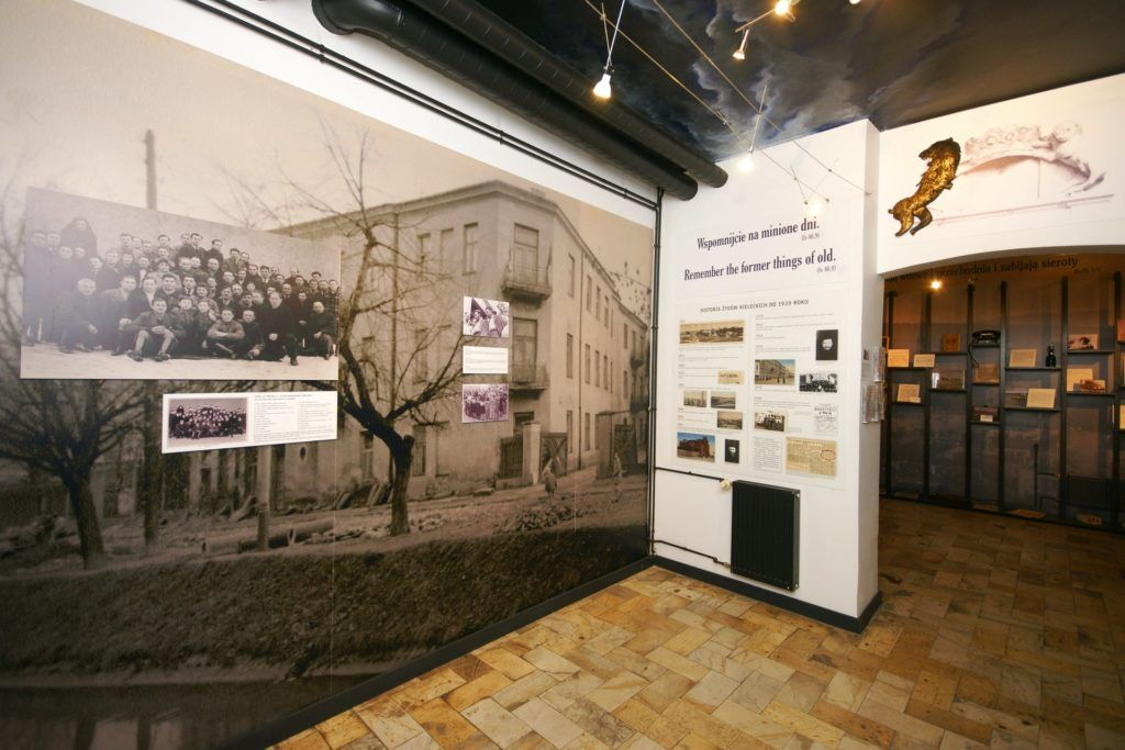 exhibition to the residents of the Kielce kibbutz